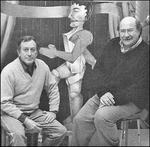 Mario Toral con el escritor Antonio Skármeta.